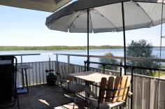 Njut av din balkong även i sommarhettan. Smart funktion gör att parasollet kan lutas i tre olika lägen.